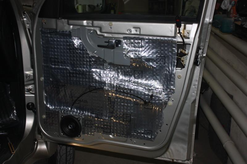 Заклеивание внутренней поверхности двери УАЗа Патриота