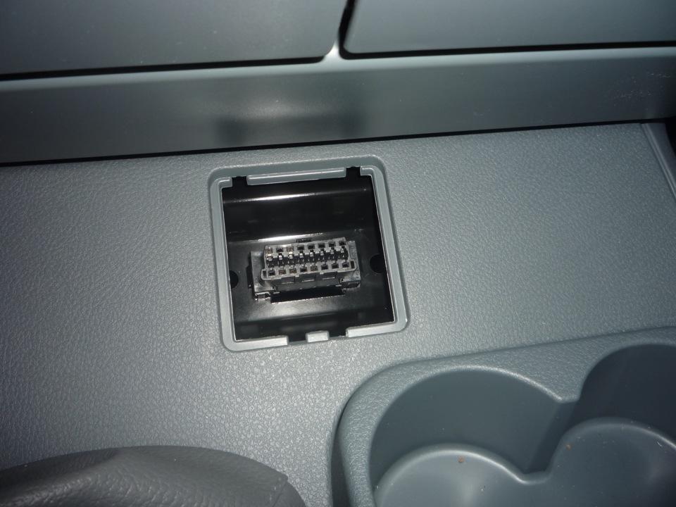 для чего в автомобиле разъем юсб
