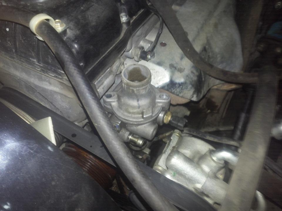 Расположение детали на двигателе