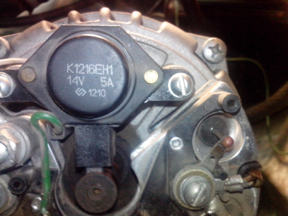 Расположение регулятора на генераторе