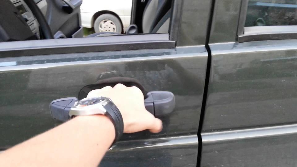 Открываем автомобиль без ключа