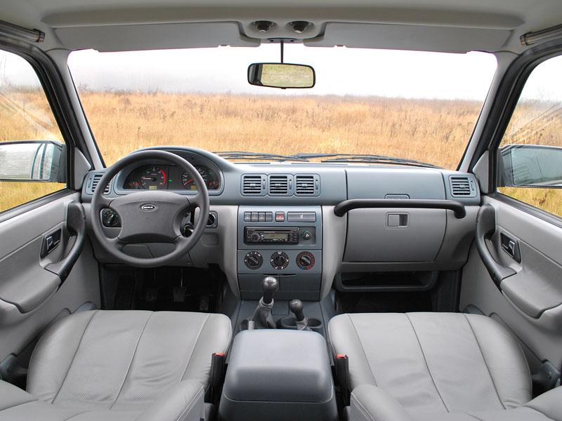 Вид салона авто предыдущего поколения
