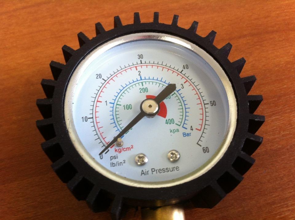 Манометр для измерения давления в колесах