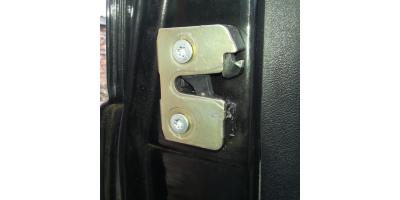 Механизм запирания дверей