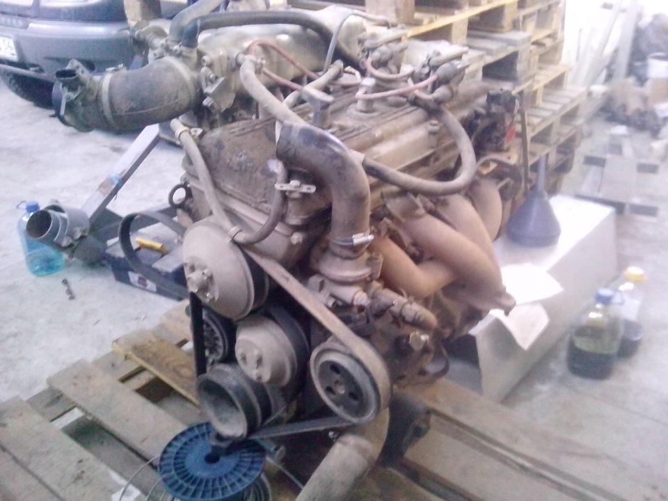 Мотор снятый с автомобиля