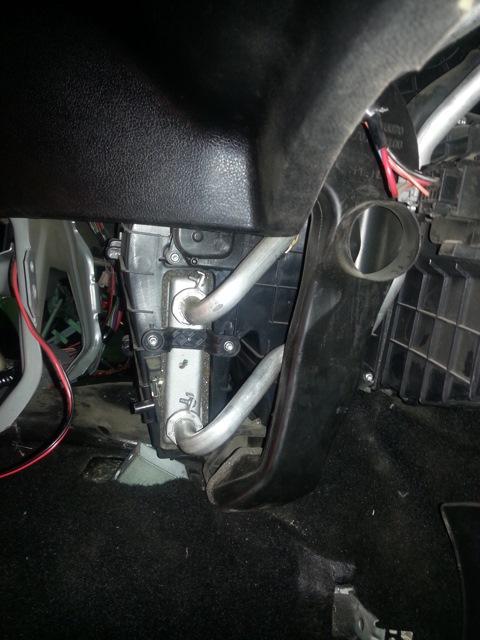 Радиатор в недрах панели приборов