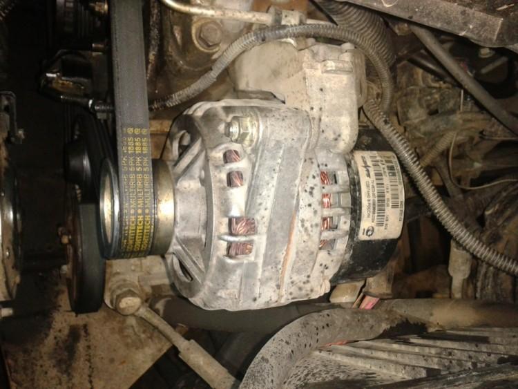 Расположение генератора под капотом Шнивы