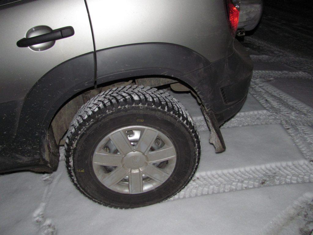 Пластиковый колпак на колесо