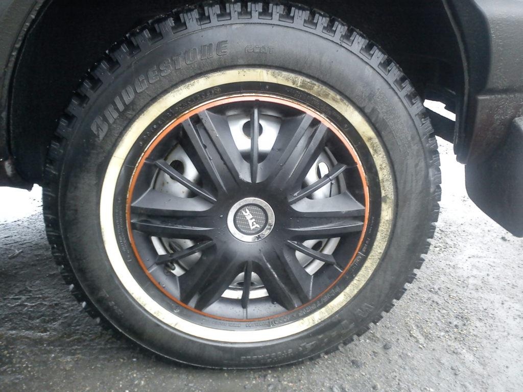Простой колпак на колесо